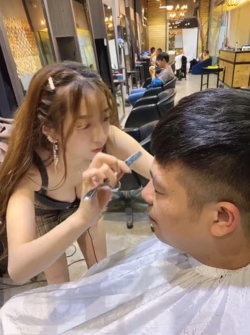 """Cộng đồng mạng ngỡ ngàng trước hot girl cắt tóc cực phẩm: """"Thế này thì chắc một tuần đi cắt một lần mất"""""""