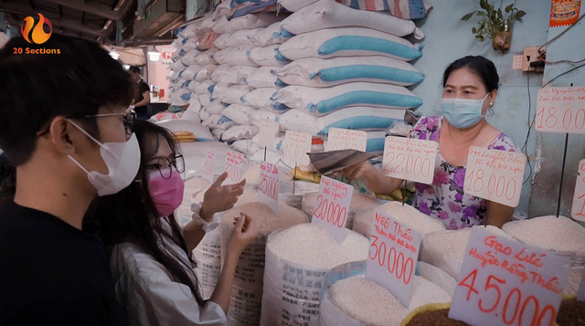 Giữa mùa đại dịch, hot streamer Hường Lulii và những người bạn quyên góp hơn 1 tấn gạo cho cây ATM gạo