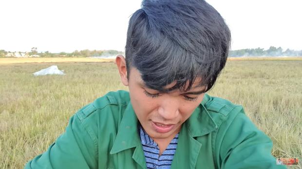 """Youtuber nghèo nhất Việt Nam đã trở lại, thừa nhận sẽ không làm clip trong rừng sau lần suýt """"mất nghiệp"""" trước đó"""