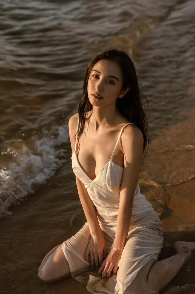 Đăng ảnh diện đồ ngủ mỏng tang gợi cảm, Jun Vũ khiến cộng đồng mạng không khỏi trầm trồ, khen ngợi