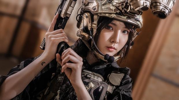Hotgirl hoá thân thành nữ chiến binh đậm chất Call of Duty, đã đẹp lại còn ngầu chẳng chê vào đâu được!