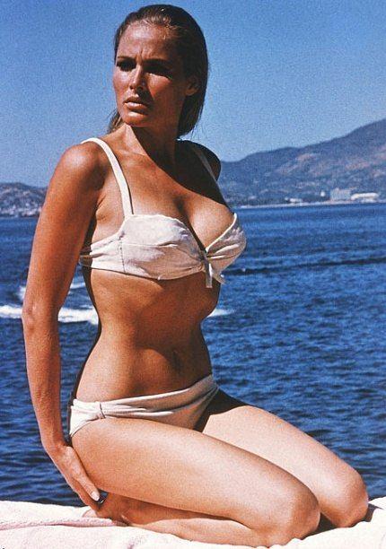 """Top 9 """"Bond girl"""" bốc lửa nhất trong """"vũ trụ 007"""", vị trí số 1 chính là """"biểu tượng sex thập niên 1960"""""""