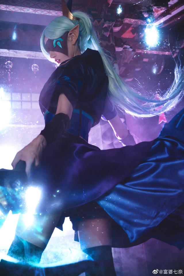 Chiêm ngưỡng loạt ảnh cosplay Vayne Tuyệt Vọng Chi Tiễn thần thái ngút trời của nữ người mẫu Trung Quốc