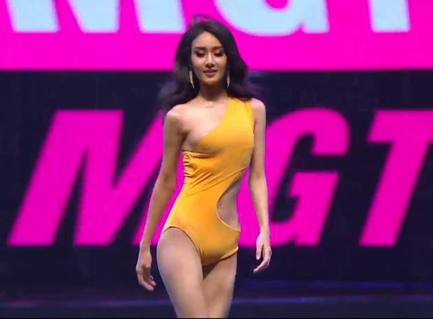 """Vì áo tắm """"lởm"""" của ban tổ chức, hàng loạt thí sinh Miss Grand Thailand 2020 lộ ngực trên sóng livestream"""