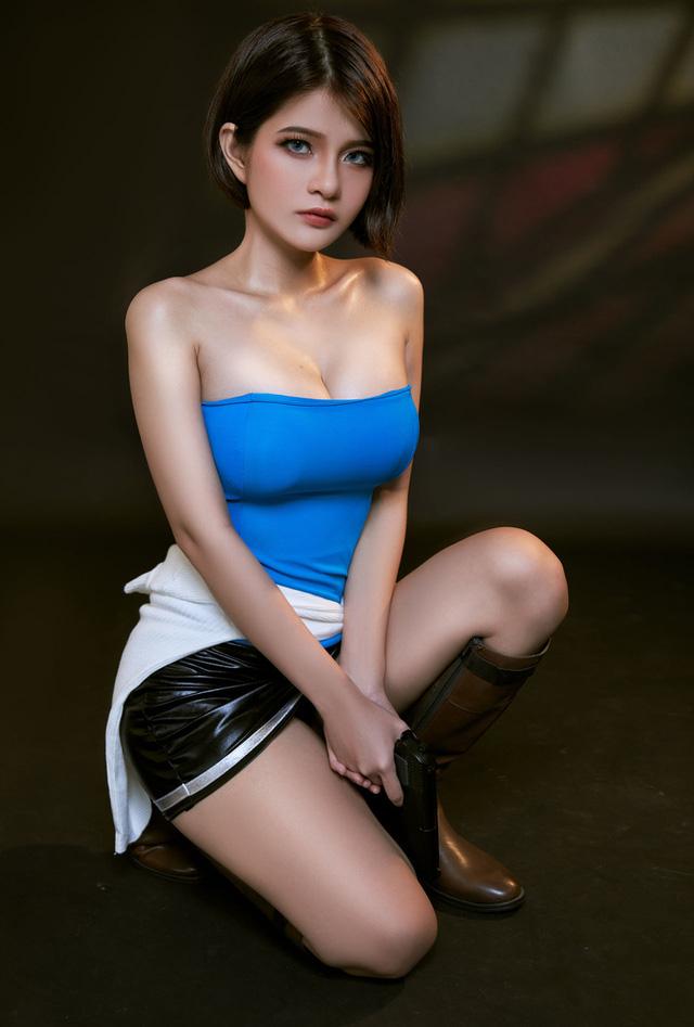 """Nữ cosplayer Việt Nam được khen hết lời khi hóa thân thành cô nàng Jill Valentine """"siêu vòng 1"""""""