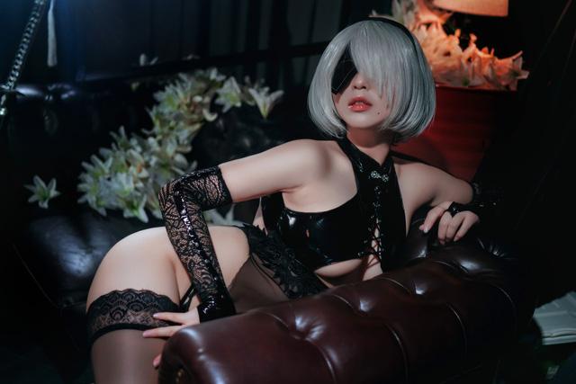 """Ngắm nữ nhân vật sexy bậc nhất thế giới game – 2B bước ra đời thật mà muốn """"rớt con mắt"""""""