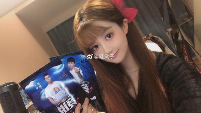 """Dân mạng Trung Quốc """"khai quật"""" fan-girl """"cực phẩm"""" của SofM và Bin: Nữ cosplay sở hữu vòng 1 """"bức thở"""""""