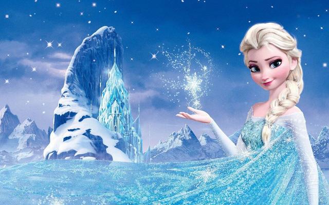 Cosplay Elsa phiên bản người lớn, tụt váy ngay trên sóng, cô nàng hot girl khiến cộng đồng mạng sững sờ, chỉ trích kịch liệt