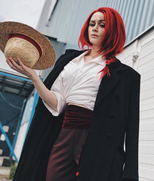 Nể phục cô nàng có thể cosplay thành vô số nhân vật One Piece, ấn tượng nhất là các màn cải nam trang