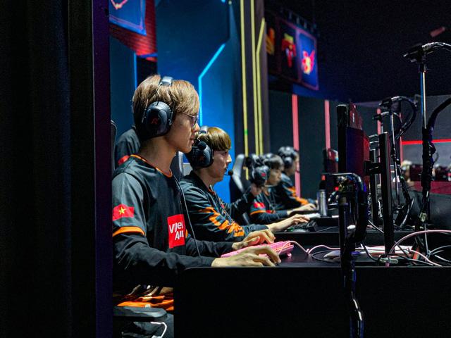 """Lần đầu tiên tại VCS Mùa Xuân 2021, Đương kim vô địch Team Flash… thoát khỏi nhóm """"cầm đèn đỏ"""""""