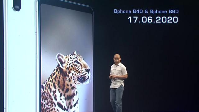 """Cận cảnh Bphone B60: Smartphone bị BKAV """"khai tử"""" tại Việt Nam để xuất sang châu Âu phục vụ các yếu nhân"""