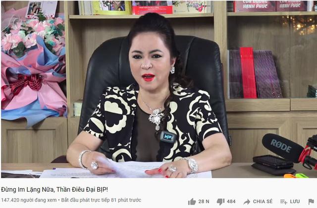 """Xem stream bà Phương Hằng, Thầy Giáo Ba """"nhắc nhẹ"""" 300 triệu tiền từ thiện gửi cho NS. Hoài Linh, Zeros ôm mộng """"unban"""""""