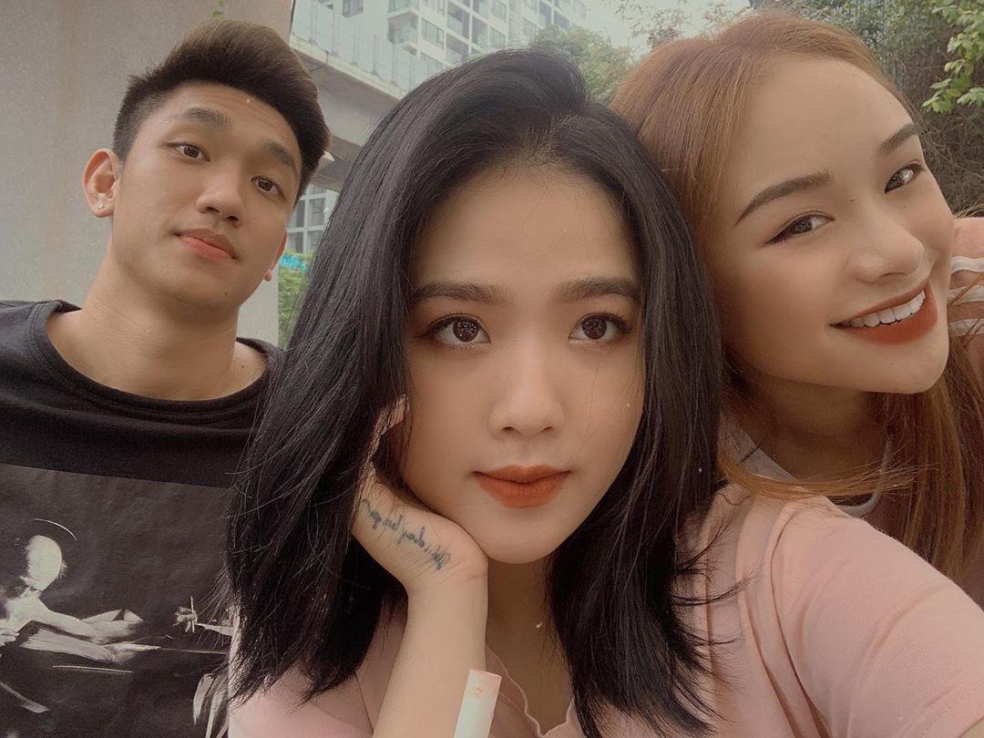 """Quang Hải vừa quay lại với Nhật Lê, """"bạn gái hot girl"""" một thời liền có động thái lạ"""