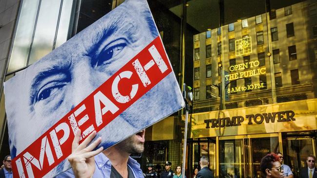 Donald Trump mạnh tay chi triệu đô cho chiến dịch quảng cáo Facebook phản đối luận tội