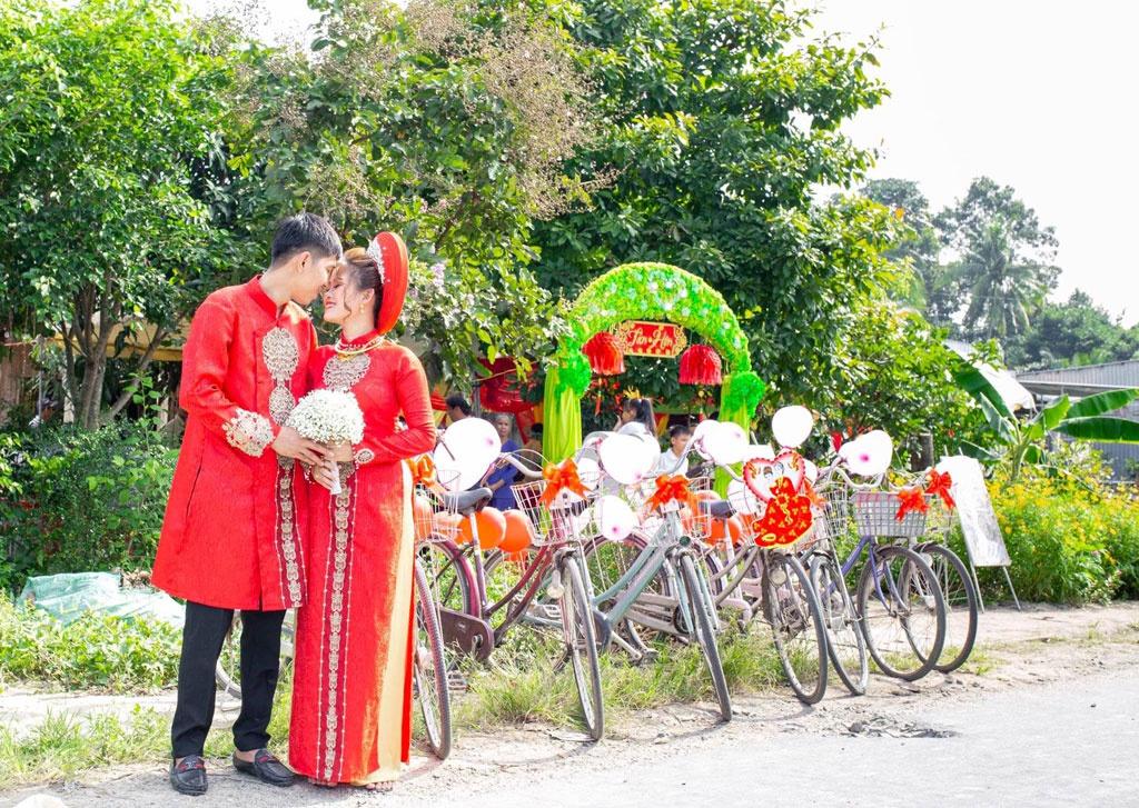Cặp đôi rước dâu bằng xe đạp gây sốt cộng đồng mạng