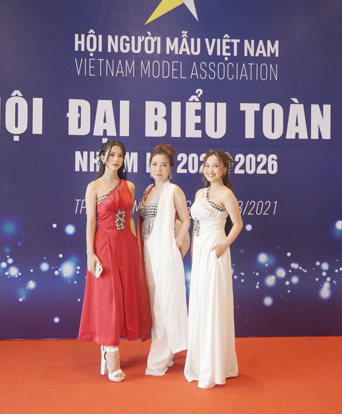 NTK Huệ Thi mang đặc sản thời trang miền Tây dự Đại hội Đại biểu Hội Người mẫu Việt Nam