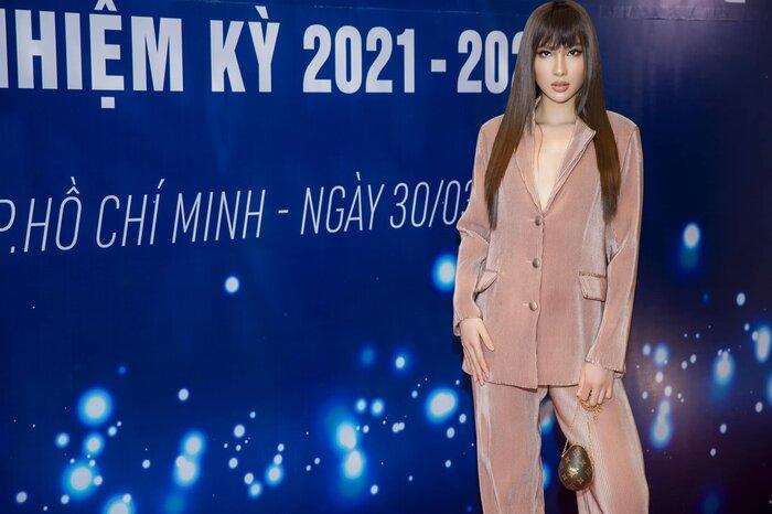 Lê Ngọc Tuyền đẹp xuất sắc với suit, hút bao ánh nhìn tại Đại hội đại biểu Hội Người mẫu Việt Nam