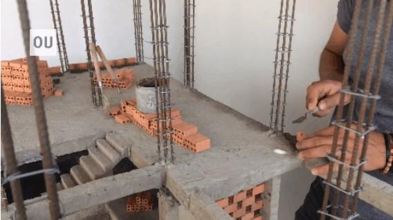 Ngỡ ngàng với kênh Youtube của anh thợ hồ xây nhà siêu nhỏ mà view tăng 5 triệu mỗi đêm