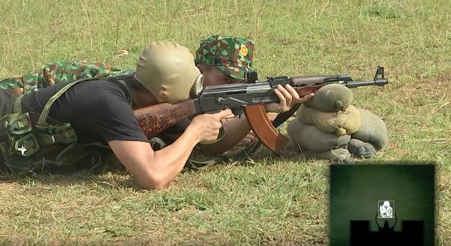 Độ Mixi trổ tài sấy AK cực khét, mỗi tội đạn đi đâu thì chưa biết