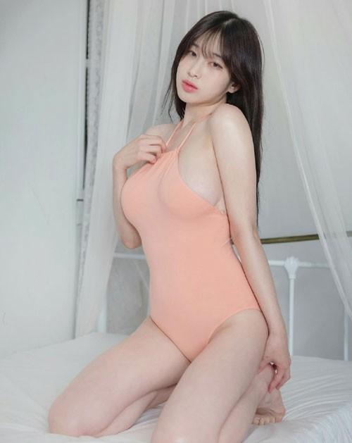 Ngất ngây với vẻ quyến rũ của nữ thần MC sở hữu khe ngực đẹp nhất Hàn Quốc - Ảnh 1.