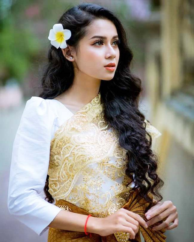 Hot girl Khmer 10X được săn đón làm người mẫu
