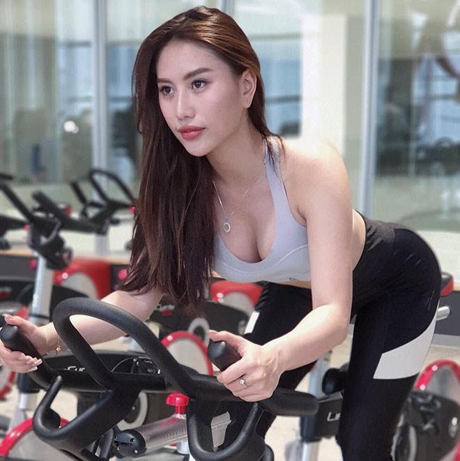 """Hot girl Trang Lê vòng ba gần 100 cm suýt bị gia đình """"cạch mặt"""" vì mê gym"""