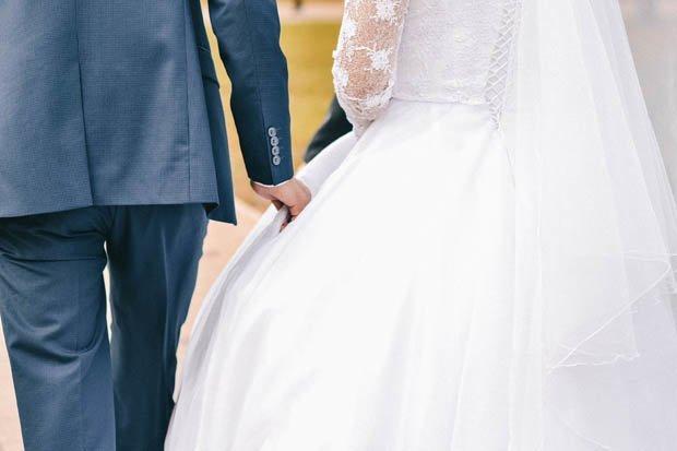 Cô gái mặc váy trắng đến đám cưới bạn bị cộng đồng mạng ném đá