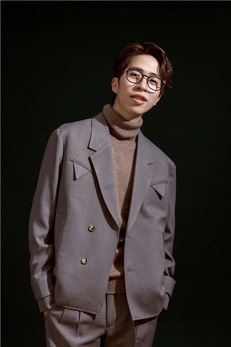 """""""Ông hoàng streamer"""" nói gì khi bị anti-fan """"tấn công"""" vì chê MV Sơn Tùng MTP, Hòa Minzy?"""