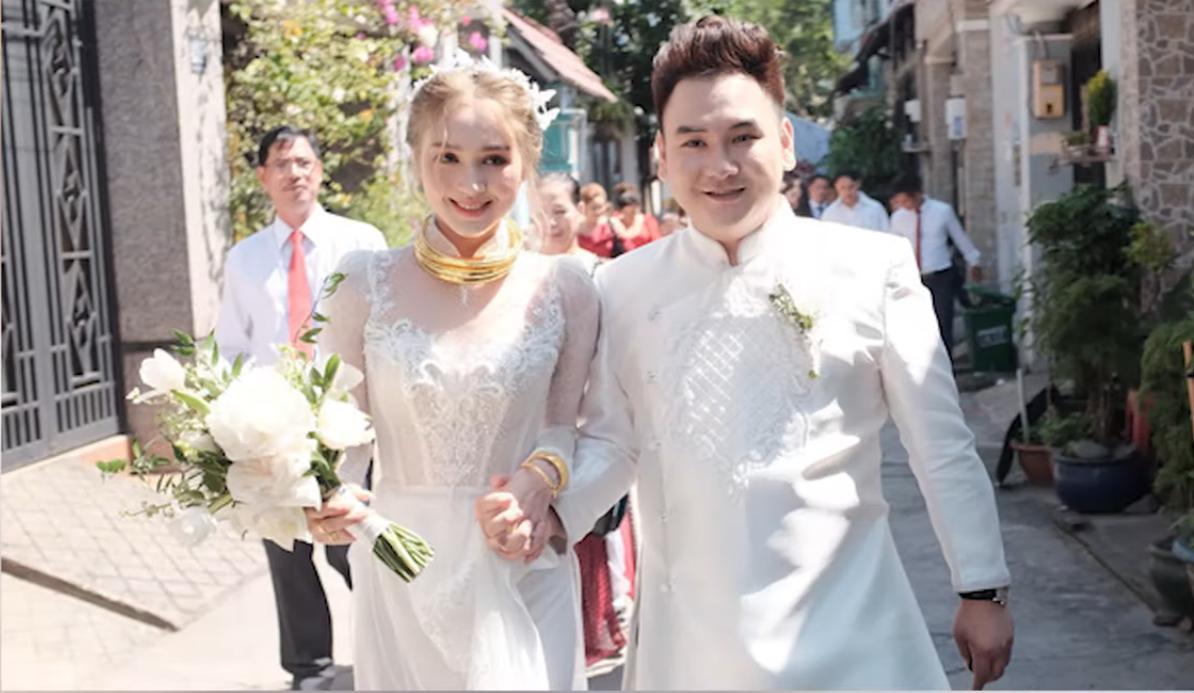 """""""Streamer giàu nhất Việt Nam"""" đi rước dâu nhưng quên cô dâu khiến dân tình """"cười ngất"""""""
