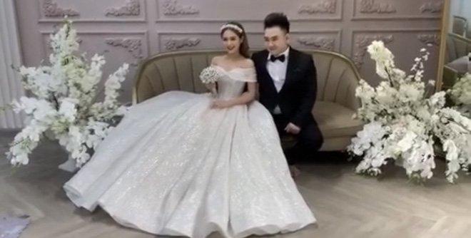 """Rò rỉ ảnh cưới của """"streamer giàu nhất Việt Nam"""" và vợ trẻ kém 13 tuổi"""