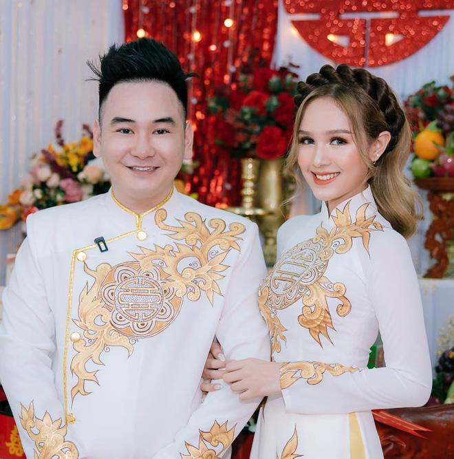 """Bị góp ý vì xưng hô thiếu tôn trọng với MC lớn tuổi trên sóng truyền hình, vợ trẻ streamer giàu nhất Việt Nam """"phản pháo"""" thuyết phục"""