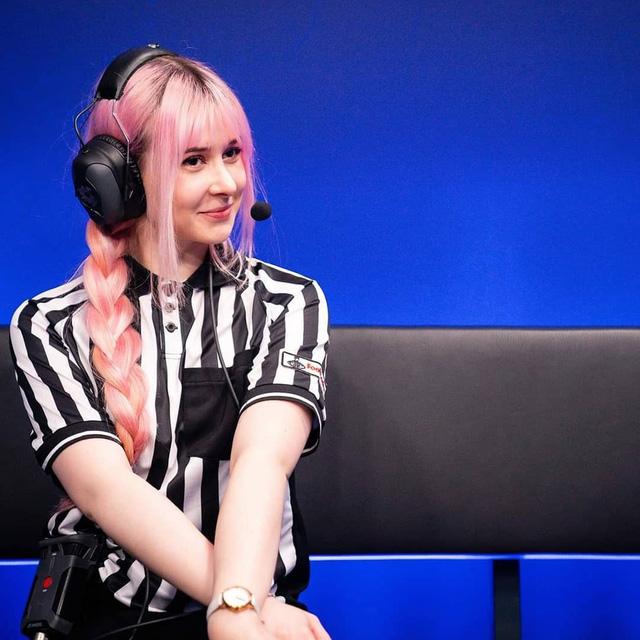 LMHT: Ngẩn ngơ trước nhan sắc thiên thần của Yuli – Nữ trọng tài hot nhất LEC, fan cuồng Black Pink