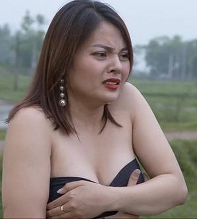 """Cuộc sống của dàn hot girl Việt gây tranh cãi vì cảnh """"nhạy cảm"""" trên phim hài"""