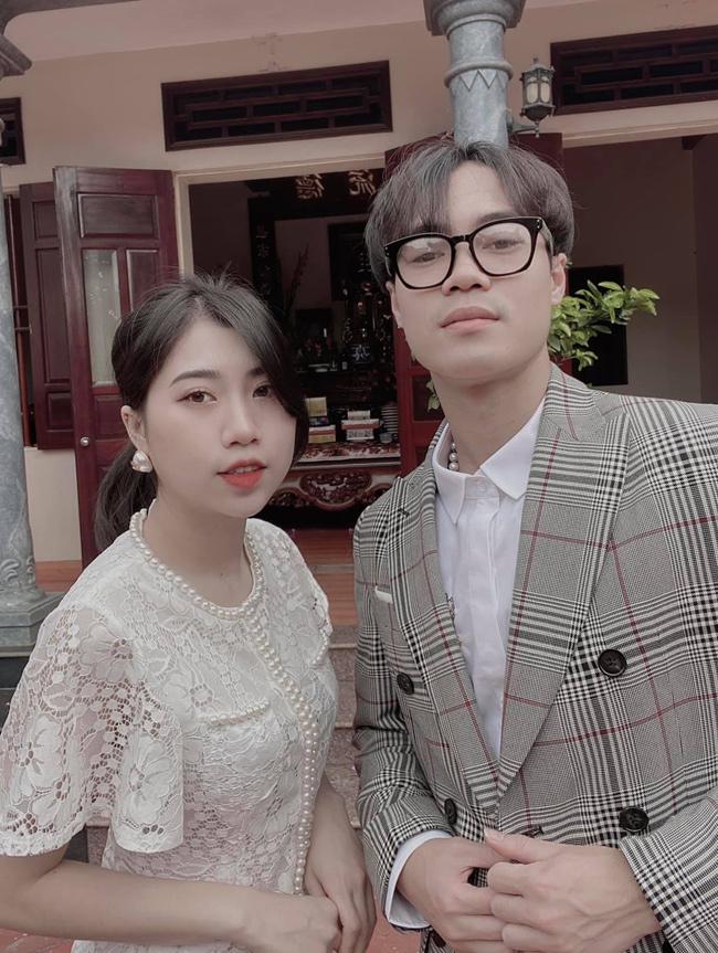 Em gái cầu thủ Văn Toàn xinh như hot girl, luôn sát cánh ủng hộ anh trai