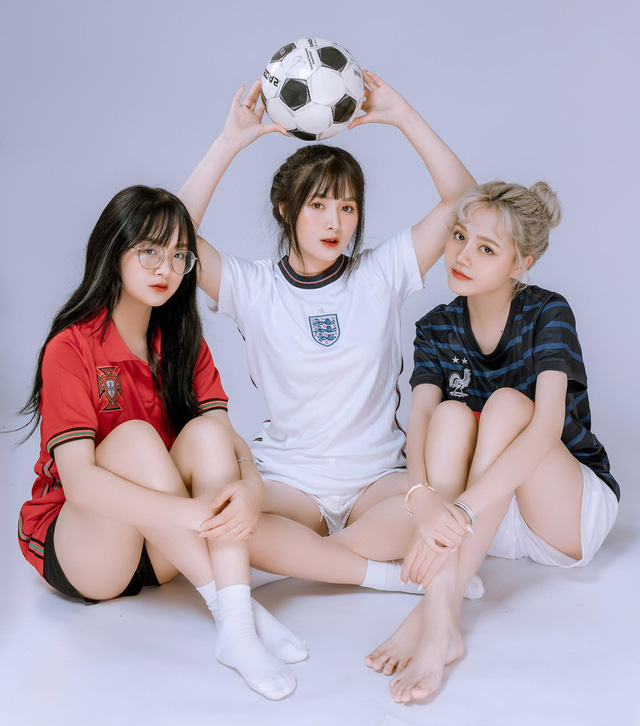 Nhiều lần xuất hiện cạnh chị em streamer Quỳnh Alee và Gấm Kami, nàng hot girl lạ gây chú ý
