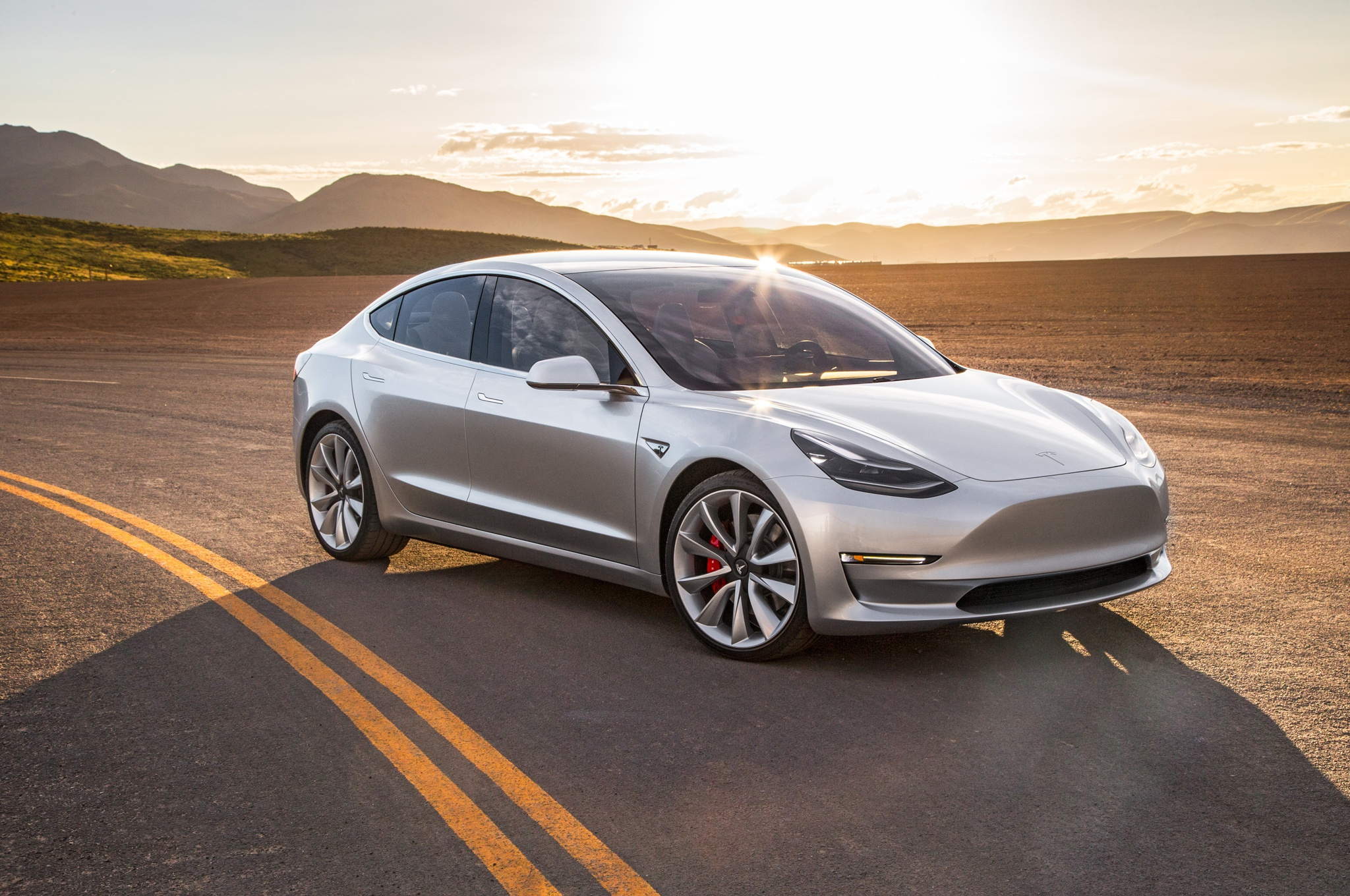 Tesla Model 3 là mẫu xe được tìm kiếm nhiều nhất trên YouTube