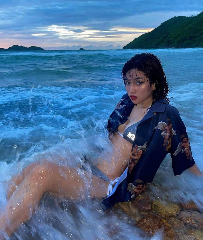 Sự thật về bộ bikini phát sáng ngoài biển đêm gây chú ý của hot girl 10X Sài thành