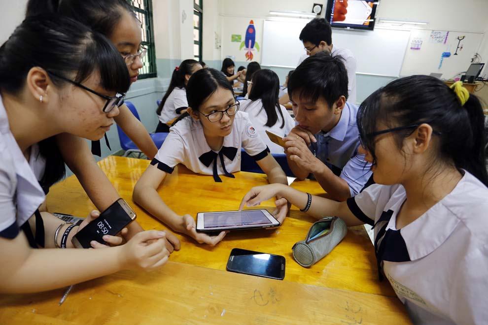 Lùm xùm Facebook NSƯT Đức Hải nói tục: Nhà giáo nghĩ gì về phát ngôn trên mạng?