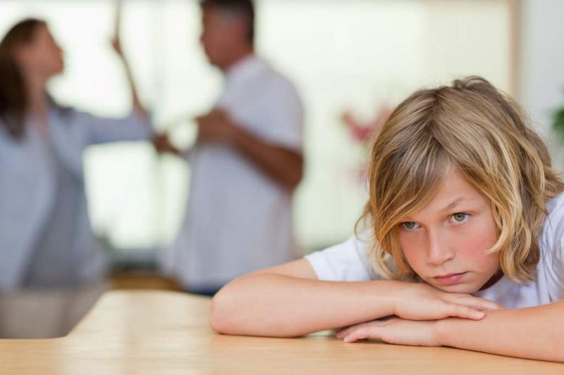 Cách hành xử của cha, mẹ ảnh hưởng đến suy nghĩ của con cái.