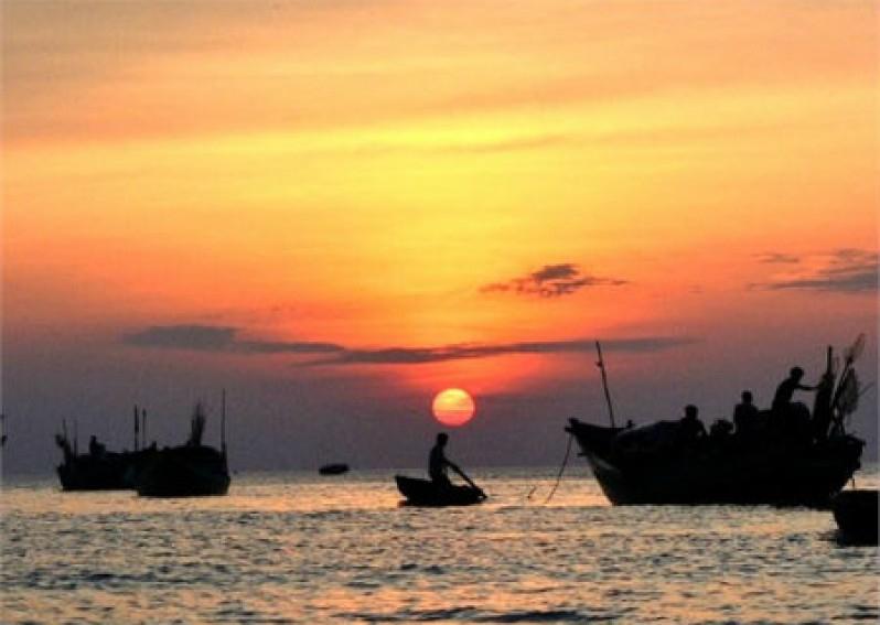 Top 6 Bài văn phân tích khổ thơ đầu bài thơ Đoàn thuyền đánh cá (Huy Cận) (Ngữ văn 9) hay nhất