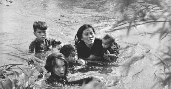 """Top 10 Bài văn phân tích nhân vật Việt và Chiến trong """"Những đứa con trong gia đình"""" của Nguyễn Thi"""