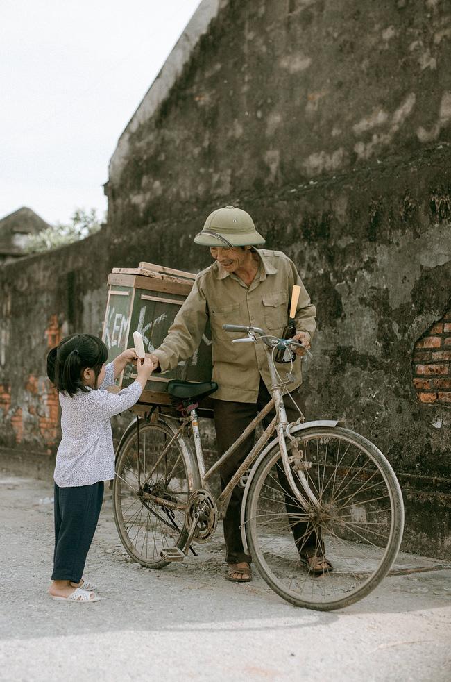 Bộ ảnh 'Em bé Thái Bình' gợi nhớ bầu trời tuổi thơ gây sốt cộng đồng mạng