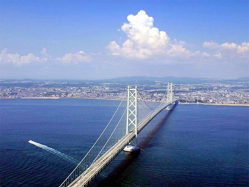 Cầu treo dài nhất Nhật Bản có chiều cao chỉ kém Tháp Eiffel 23m