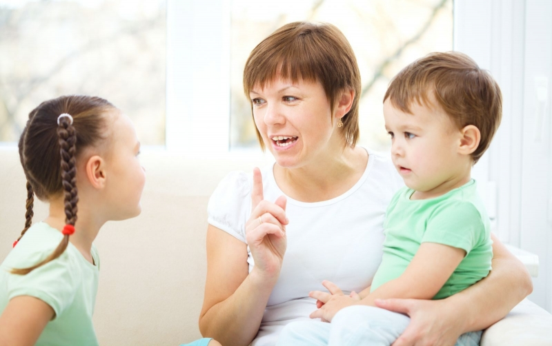 Top 10 điều mà cha mẹ tuyệt đối không nên nói với con cái