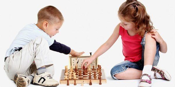 Top 10 Trò chơi trong nhà mà bố mẹ nên áp dụng với bé trong mùa dịch Covid-19