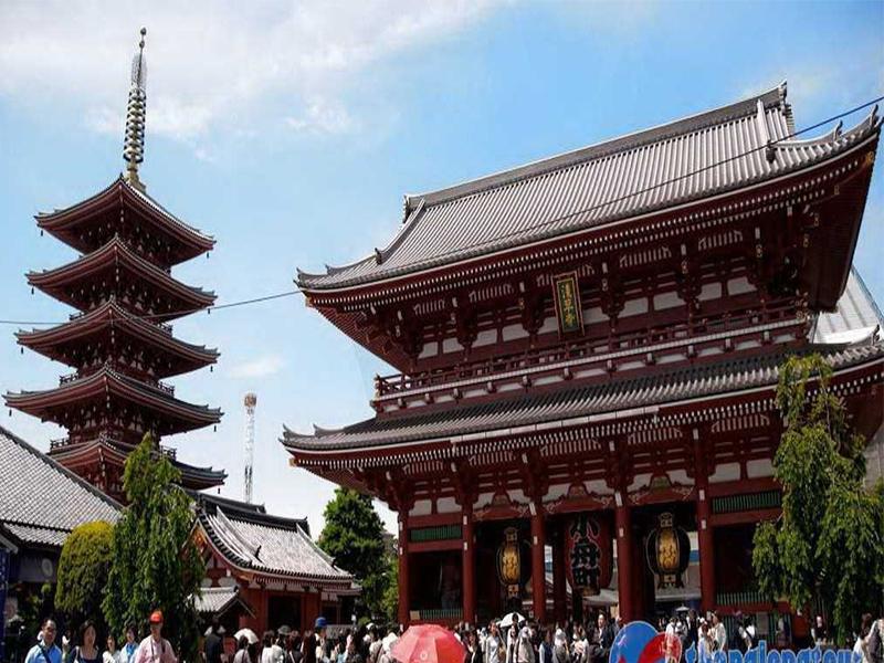 Chùa Asakusa cố kính, linh thiêng với những món quà lưu niệm độc đáo