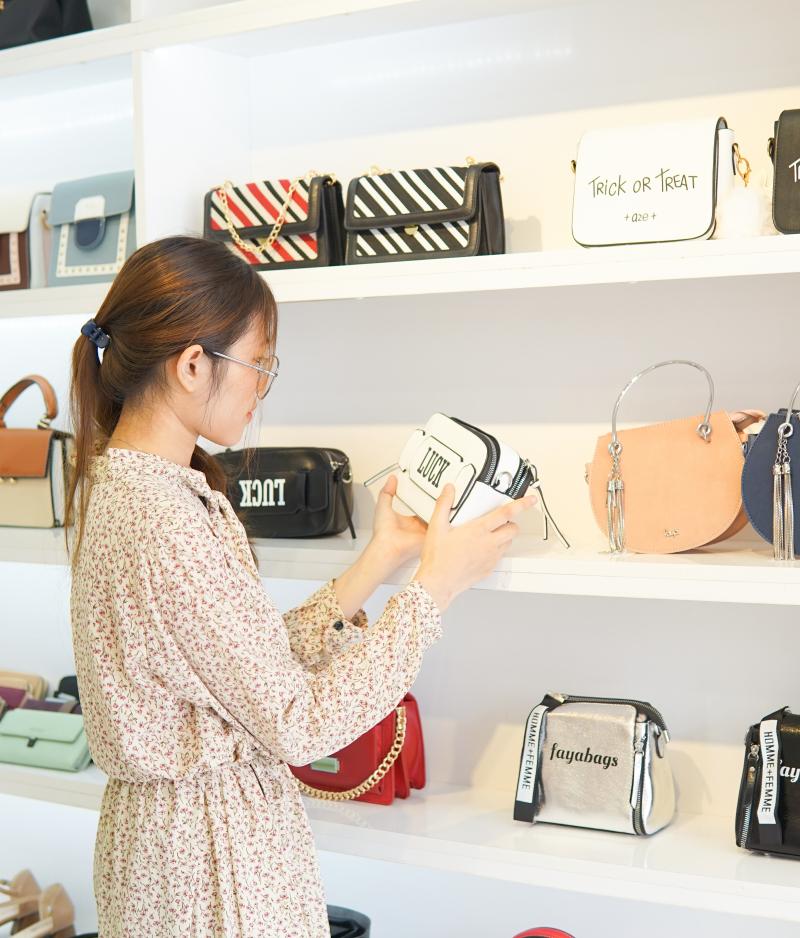 Top 13 Shop bán túi xách đẹp ở Sài Gòn được chị em yêu thích nhất