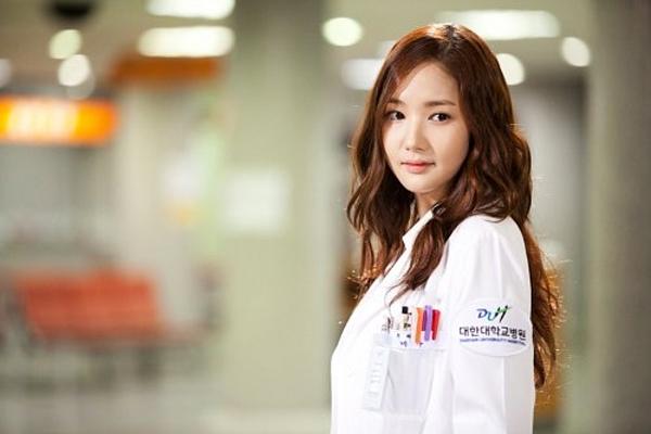 Top 7 Lý do nên yêu một cô nàng bác sĩ