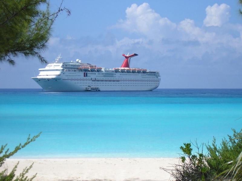 Du thuyền trên đảo Half Moon Cay.