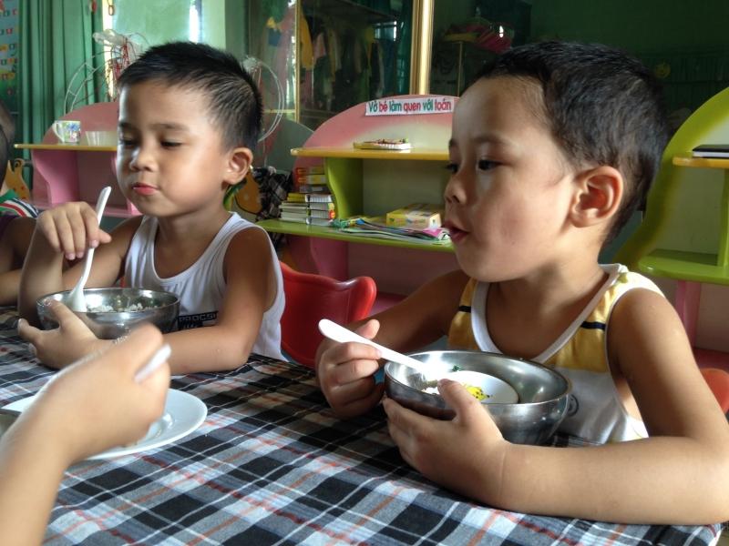 Top 12 Quy tắc trong bàn ăn của người Việt mà bạn nên biết